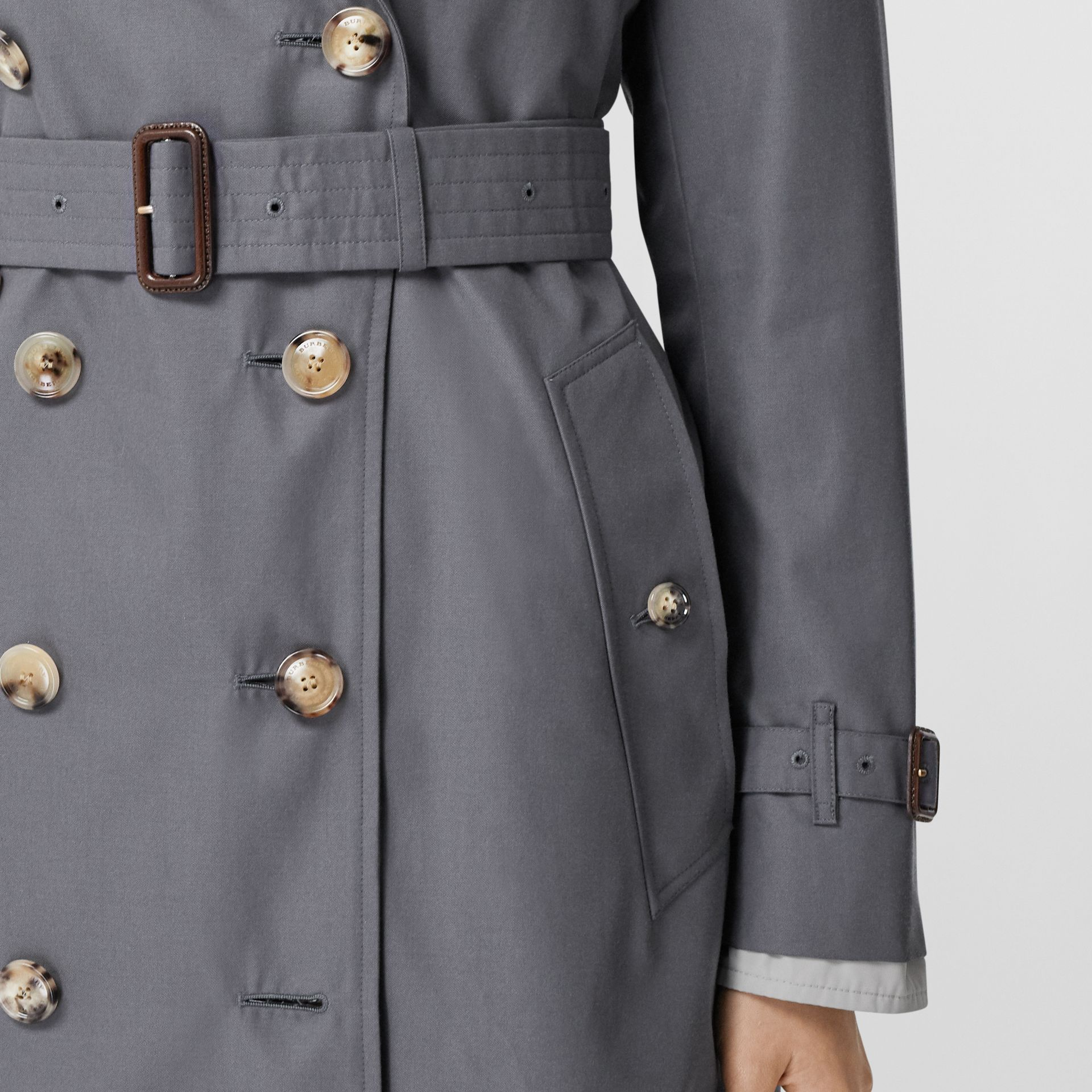 Trench Heritage mi-long The Kensington (Gris Moyen) - Femme | Burberry - photo de la galerie 5