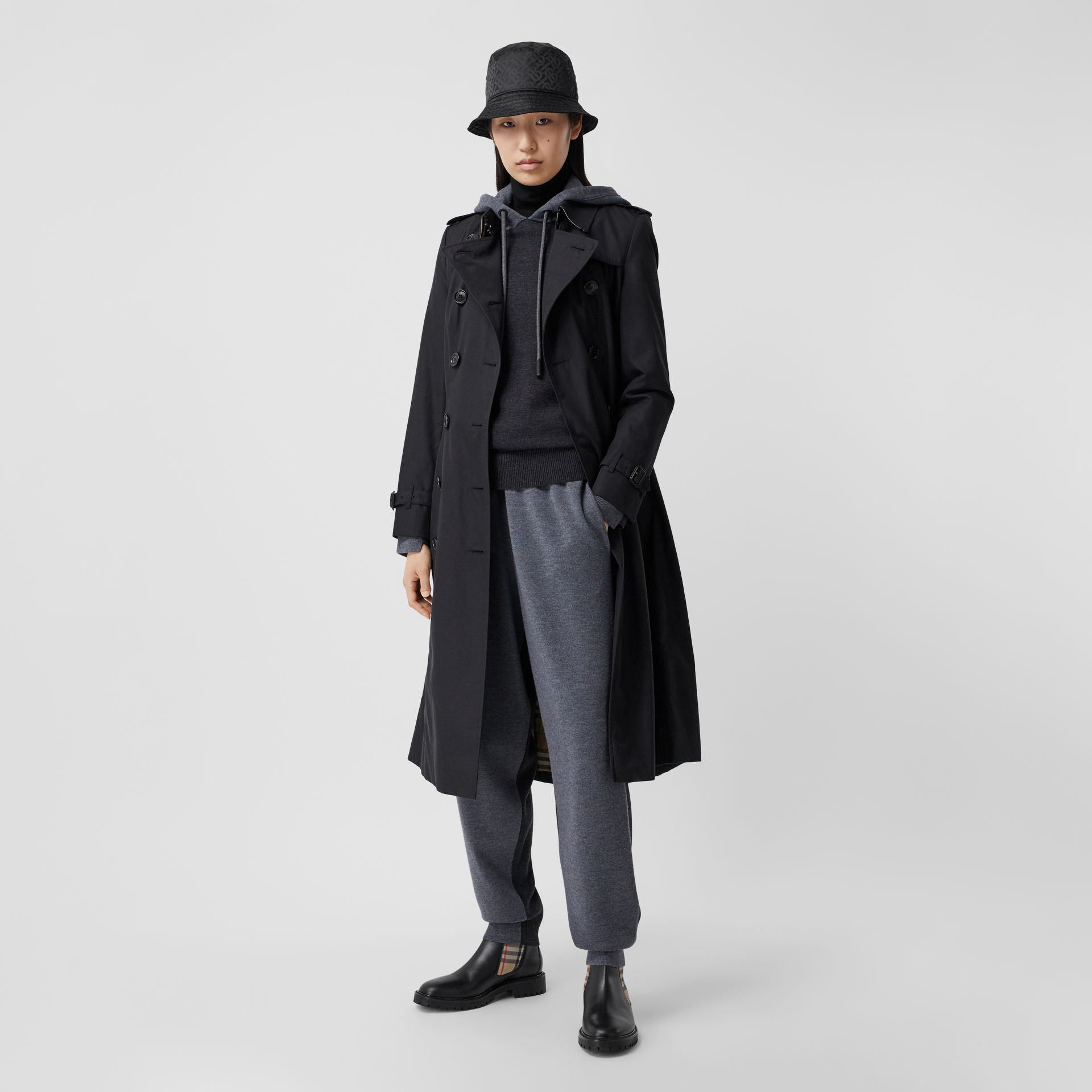 The Long Chelsea Heritage Trench Coat in Midnight - Women | Burberry Australia - gallery image 0