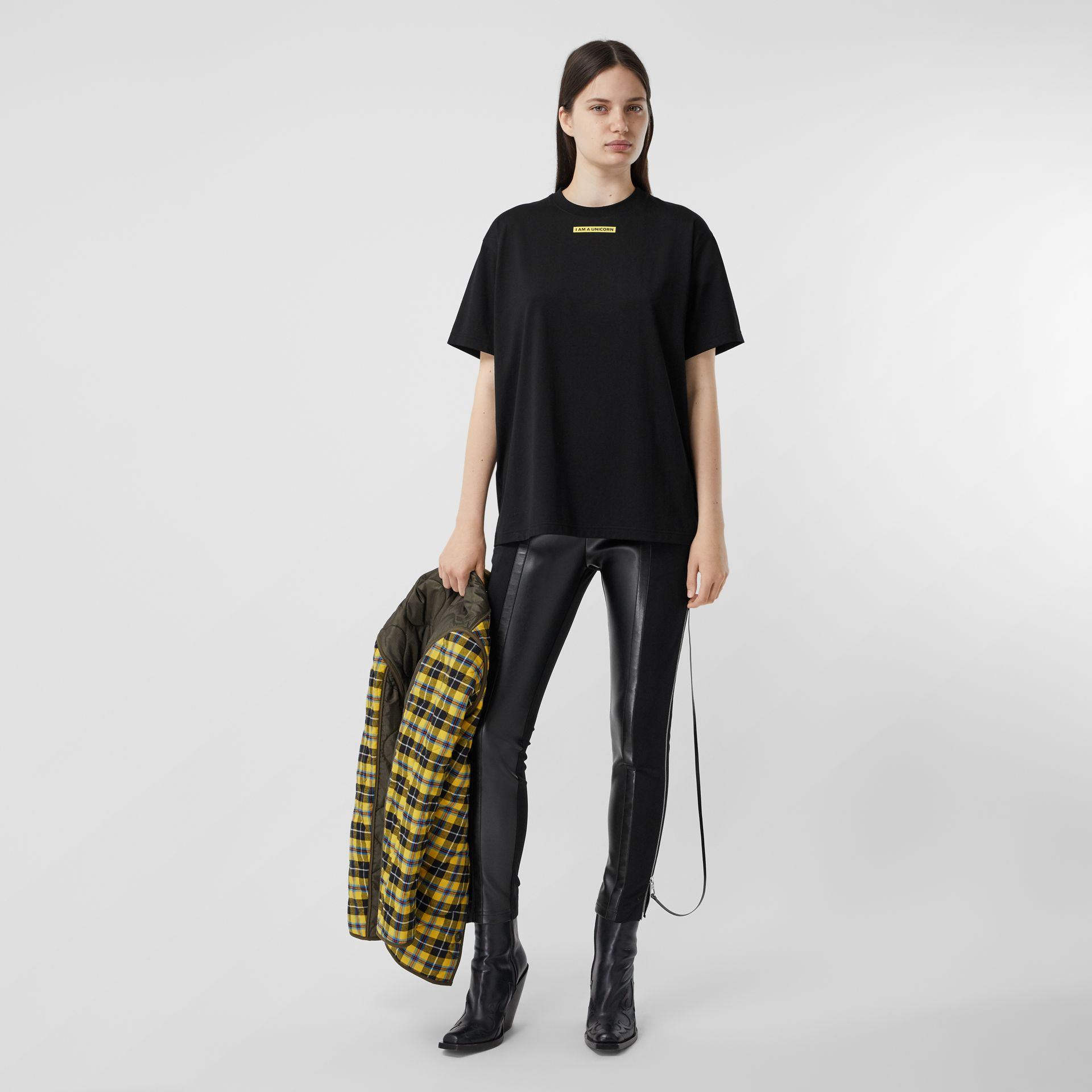 Slogan Print Oversized T-shirt – Online Exclusive in Black - Women | Burberry - gallery image 4