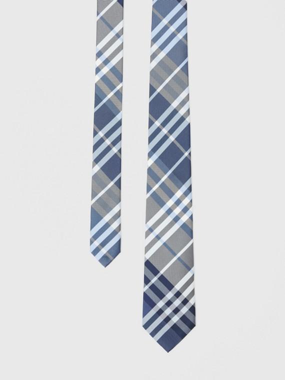 Gravata de seda com estampa xadrez e corte clássico (Azul Claro)
