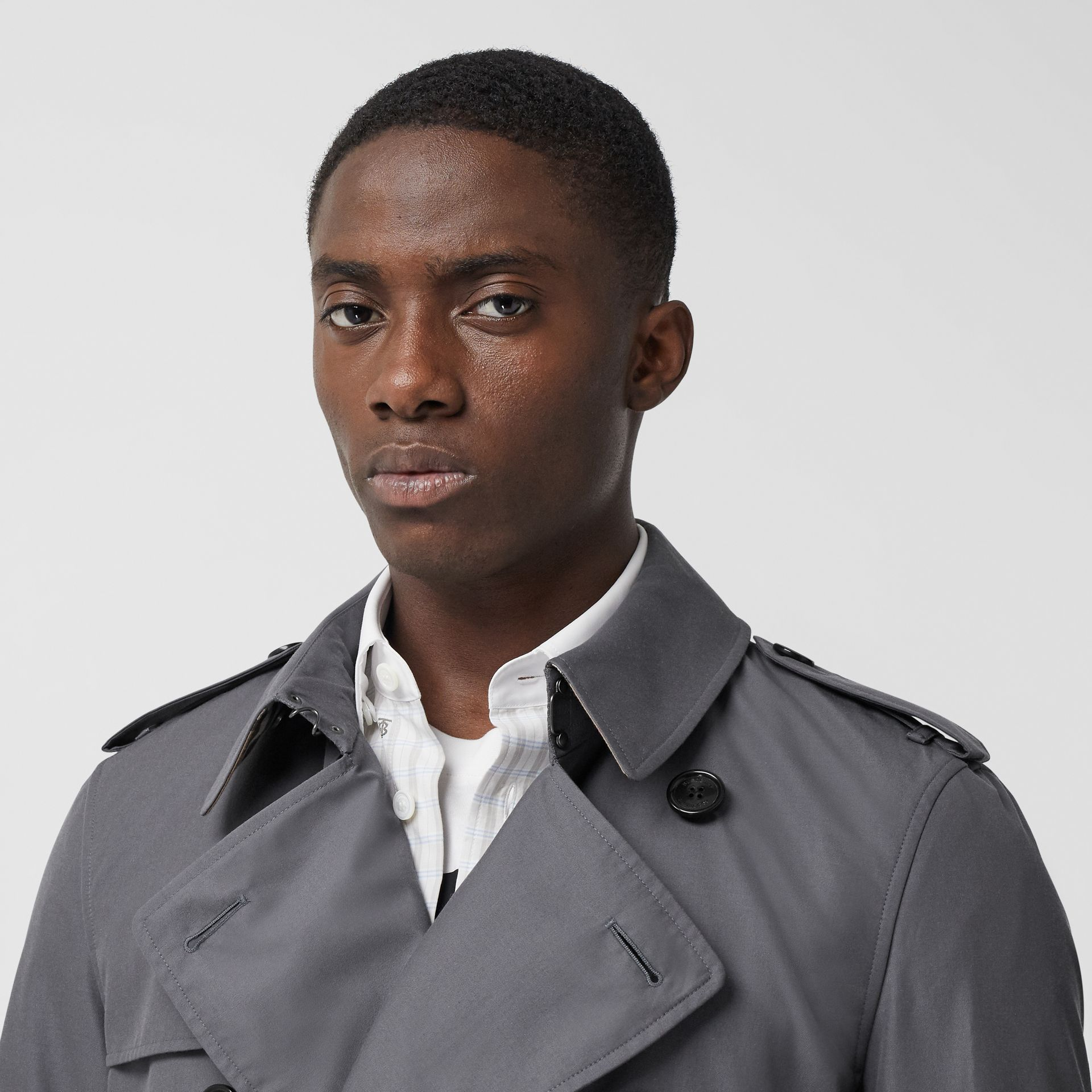 Trench Heritage long The Chelsea (Gris Moyen) - Homme | Burberry Canada - photo de la galerie 4