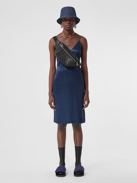 Lingerie-Kleid aus Seidensatin mit Monogrammmuster (Tiefes Königsblau)