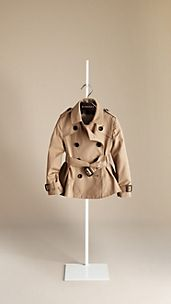 Trench coat con falda tableada