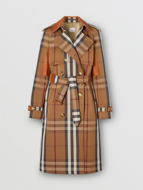 Trench coat in cotone tecnico con motivo tartan e inserti in pelle (Marrone Betulla)