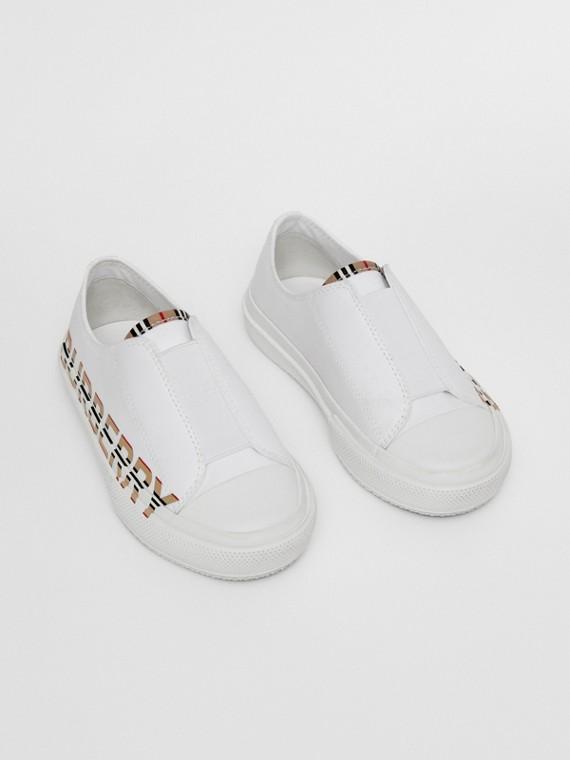 標誌性條紋徽標印花棉質 Gabardine 運動鞋 (光白色)