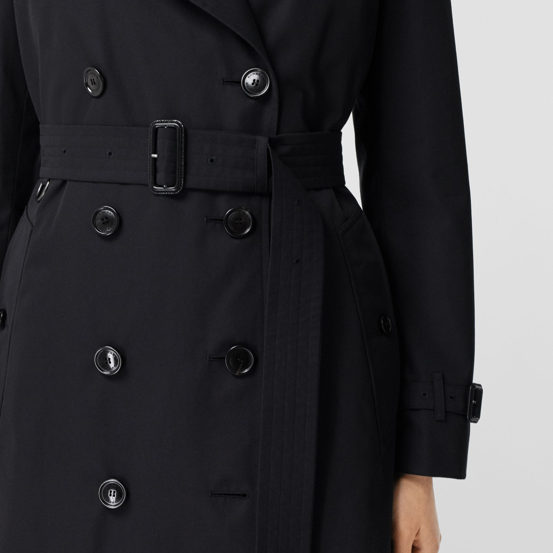 The Long Kensington Heritage Trench Coat in Midnight - Women | Burberry - gallery image 4