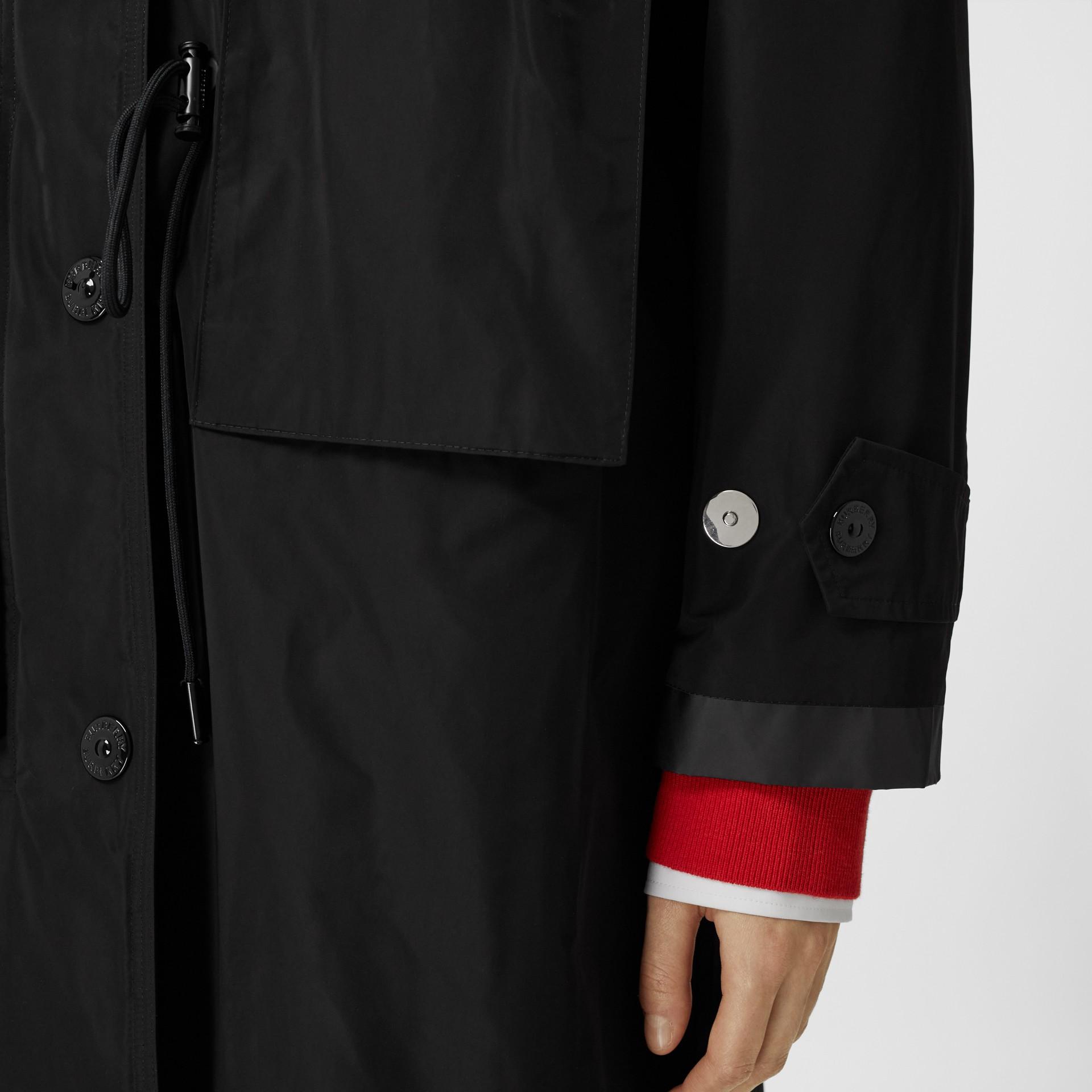 Parka en taffetas à mémoire de forme avec capuche amovible (Noir) - Femme | Burberry - photo de la galerie 4