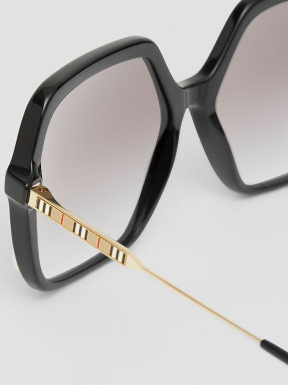 Oversized Square Frame Sunglasses in Black - Women | Burberry - cell image 1