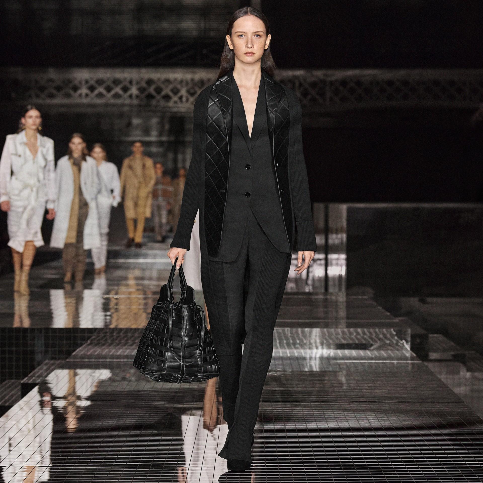 Rebeca en punto de lana con paneles estilo americana en piel de ovino (Negro) - Mujer | Burberry - imagen de la galería 5