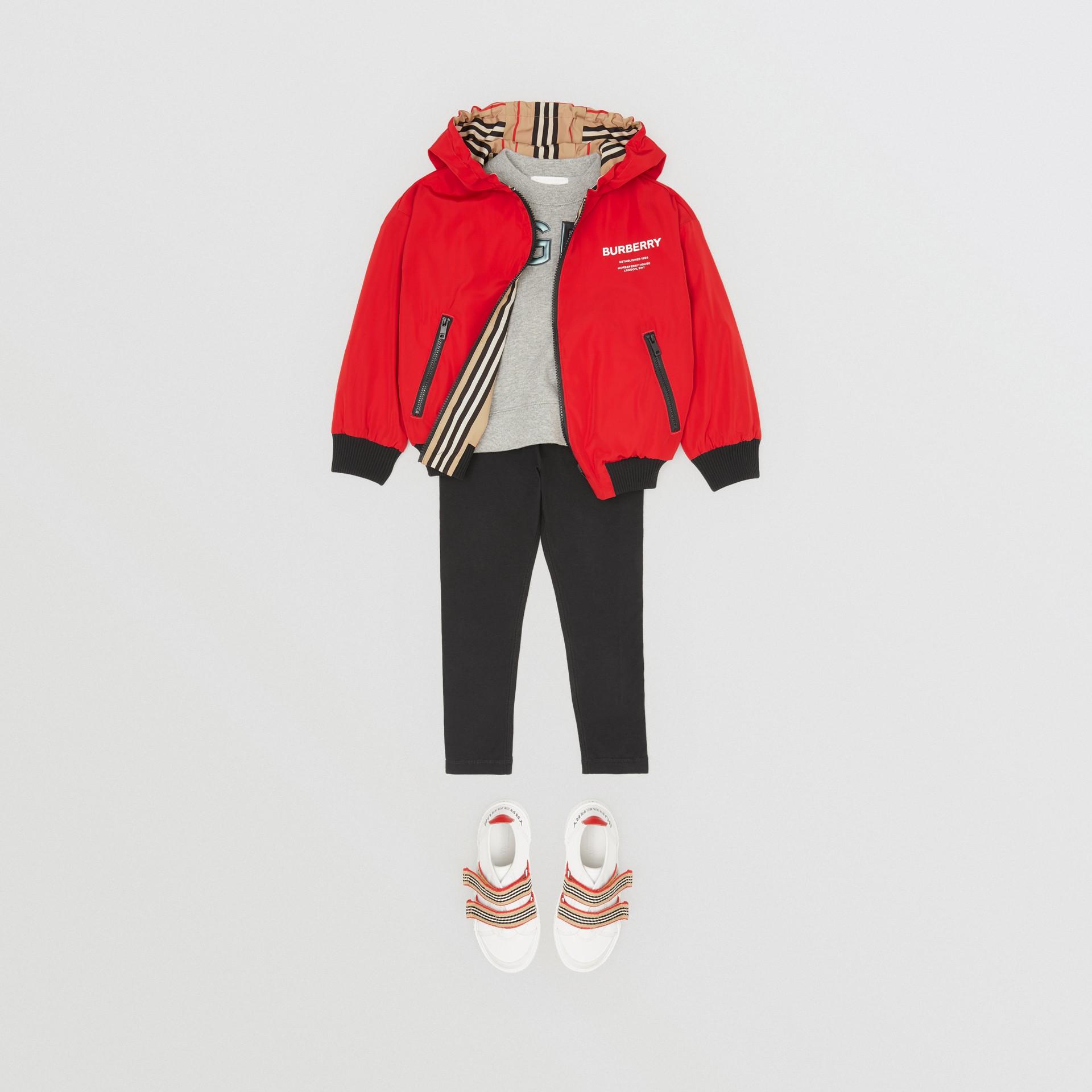 Veste à capuche réversible avec rayures iconiques (Rouge Vif) | Burberry Canada - photo de la galerie 2