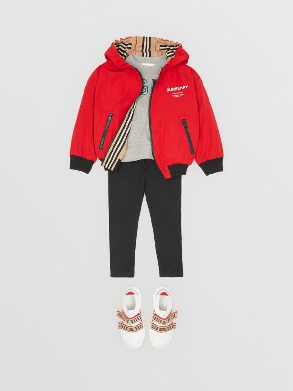 Veste à capuche réversible avec rayures iconiques (Rouge Vif) | Burberry Canada - cell image 2