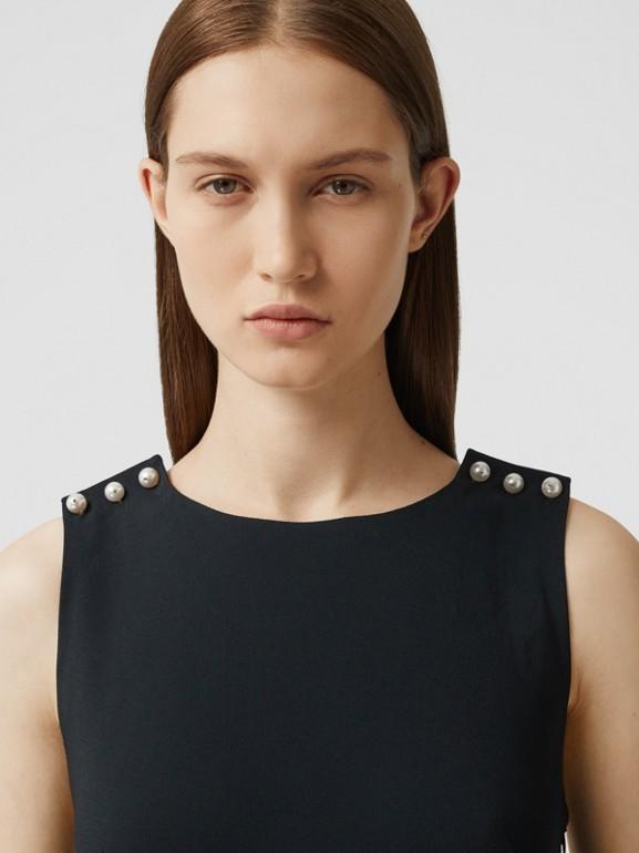 Robe droite en crêpe de satin avec perles de verre (Noir) - Femme | Burberry Canada - cell image 1