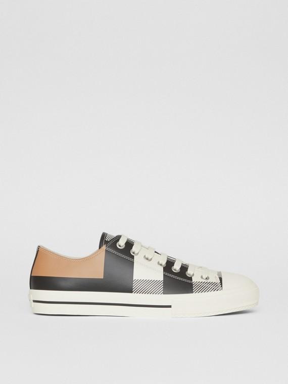 Sneaker in pelle con motivo tartan stampato (Cammello)