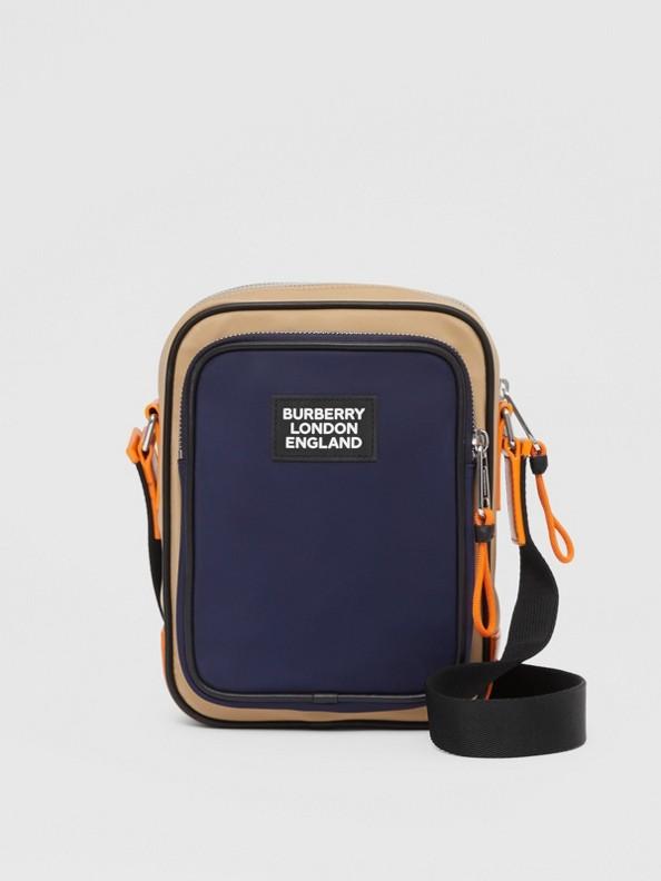 Borsa a tracolla in ECONYL® bicolore con applicazione con logo (Blu Reggenza/arancione Brillante)