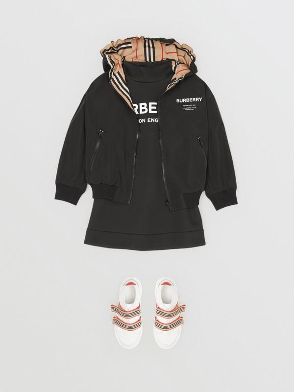 Chaqueta reversible a rayas Icon Stripe con capucha (Negro) | Burberry - cell image 3