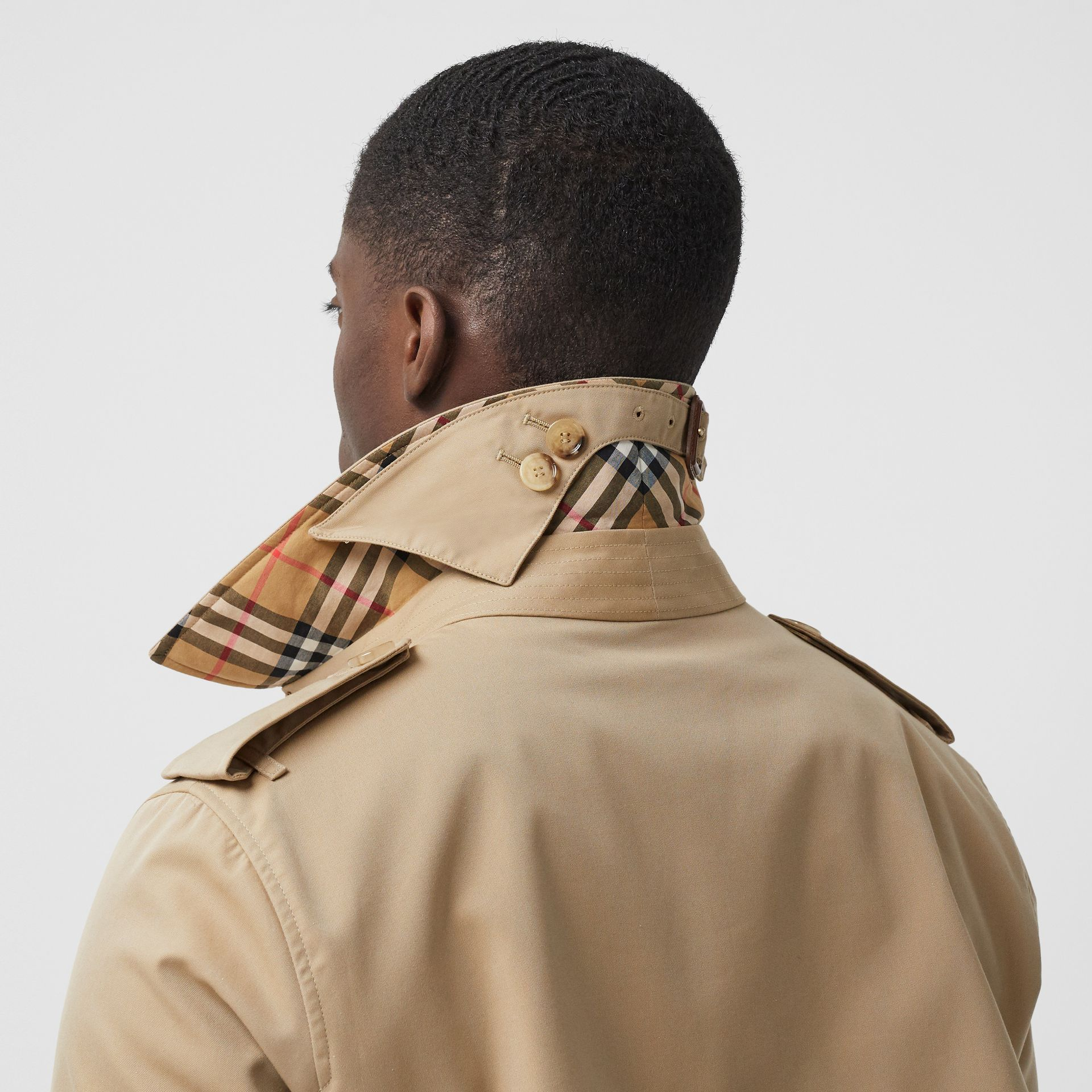 The Mid-length Chelsea Heritage Trench Coat in Honey - Men | Burberry Singapore - gallery image 1