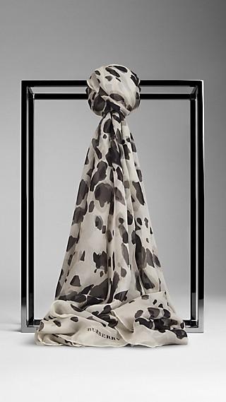 Schal aus Seidengeorgette mit Animal Print