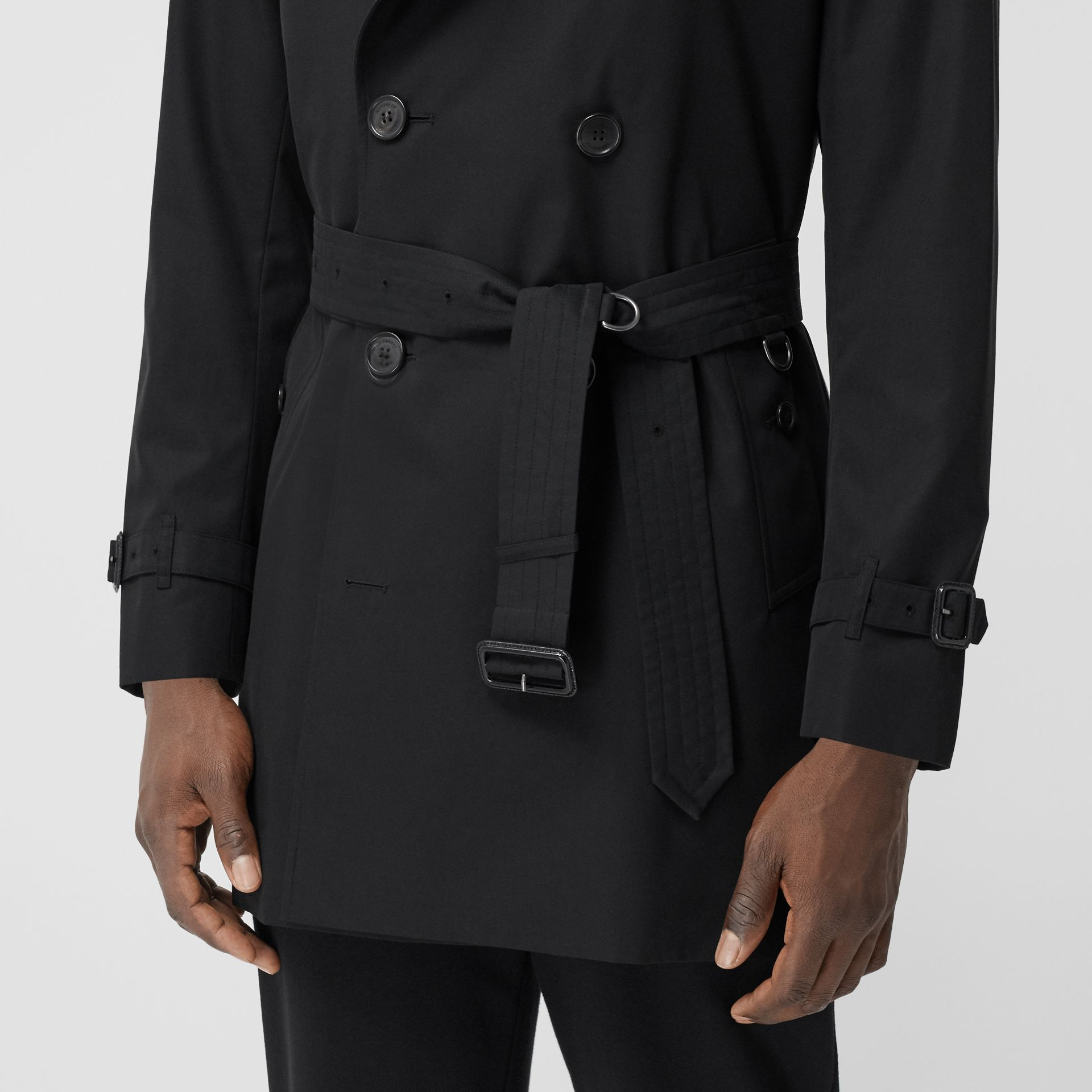 The Short Wimbledon Trench Coat in Black - Men | Burberry - gallery image 4