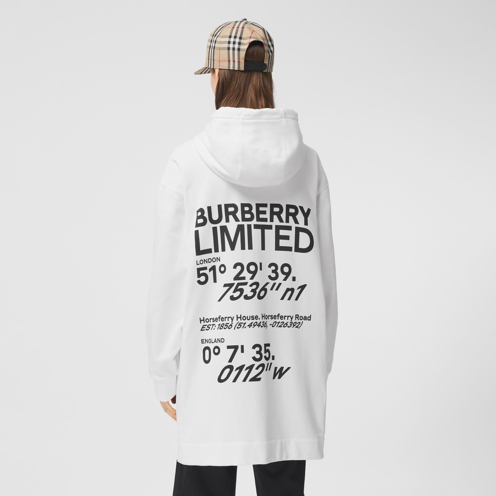 Sweat-shirt à capuche oversize en coton avec coordonnées (Blanc) - Femme | Burberry - photo de la galerie 5