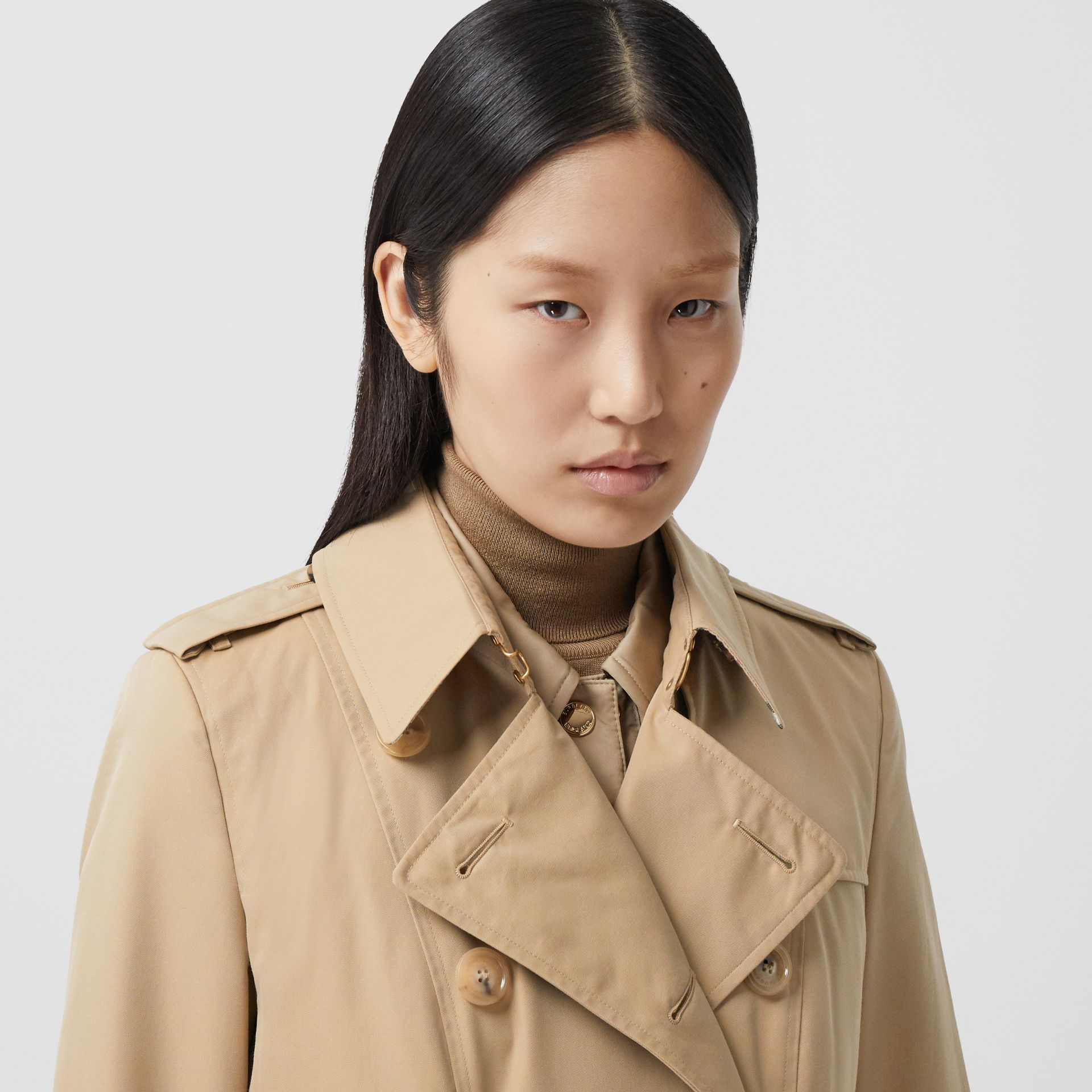 Trench Heritage mi-long The Chelsea (Miel) - Femme | Burberry Canada - photo de la galerie 1