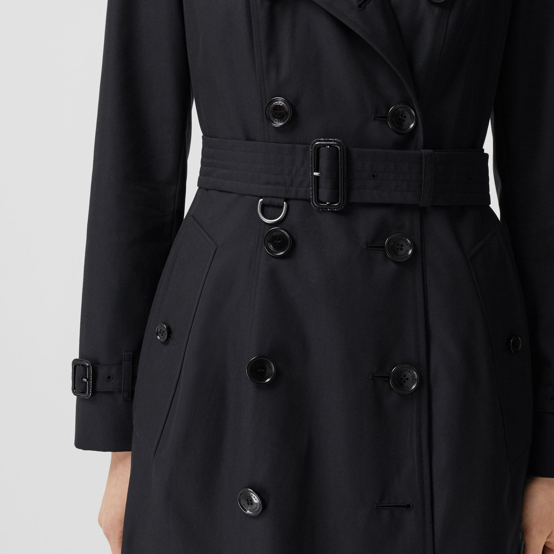 The Mid-length Chelsea Heritage Trench Coat in Midnight - Women | Burberry - gallery image 4