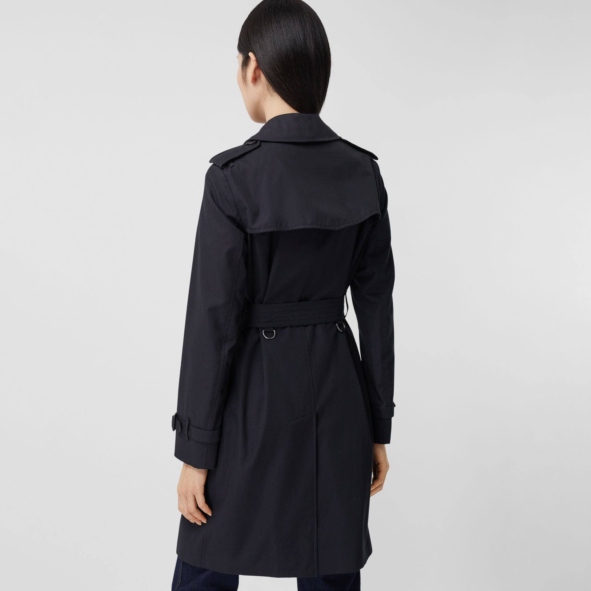 The Mid-length Kensington Heritage Trench Coat in Midnight - Women | Burberry - gallery image 2