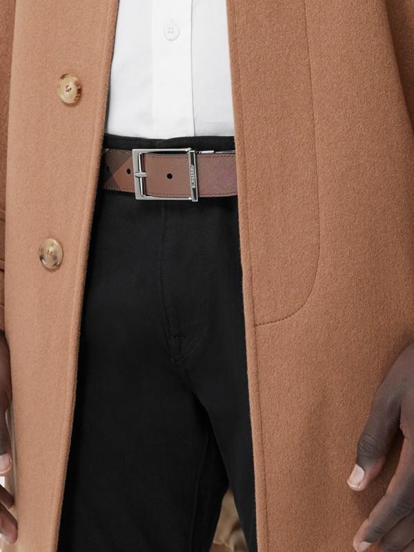 Cintura reversibile in e-canvas con motivo tartan e pelle (Marrone Betulla Scuro/nero) - Uomo | Burberry - cell image 2