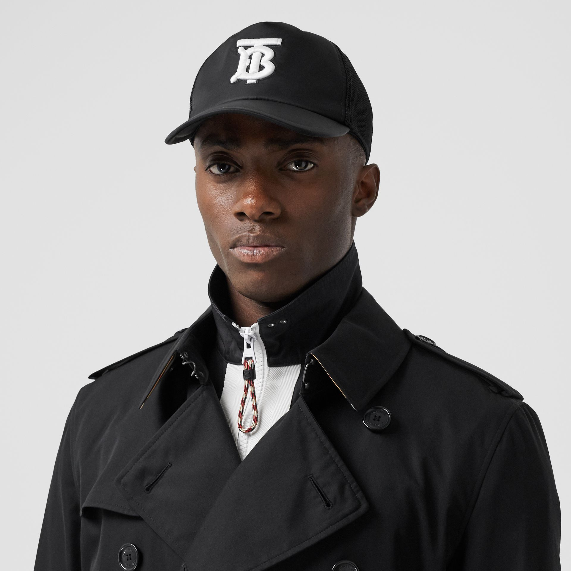 The Mid-length Kensington Heritage Trench Coat in Black - Men | Burberry Canada - gallery image 4