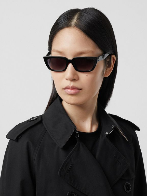 The Long Waterloo Heritage Trench Coat in Black - Women | Burberry - cell image 1