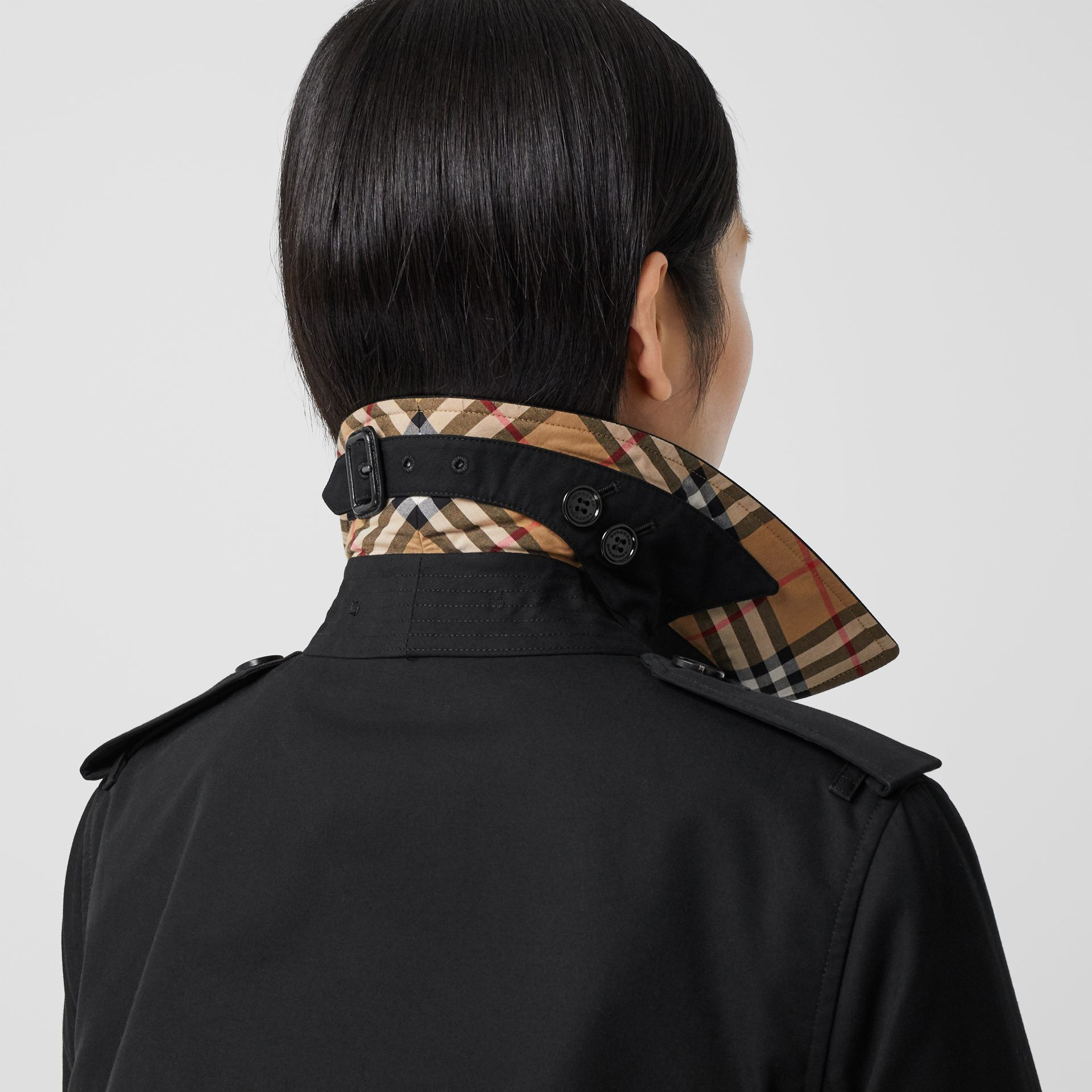 Trench Heritage mi-long The Kensington (Noir) - Femme | Burberry Canada - photo de la galerie 4