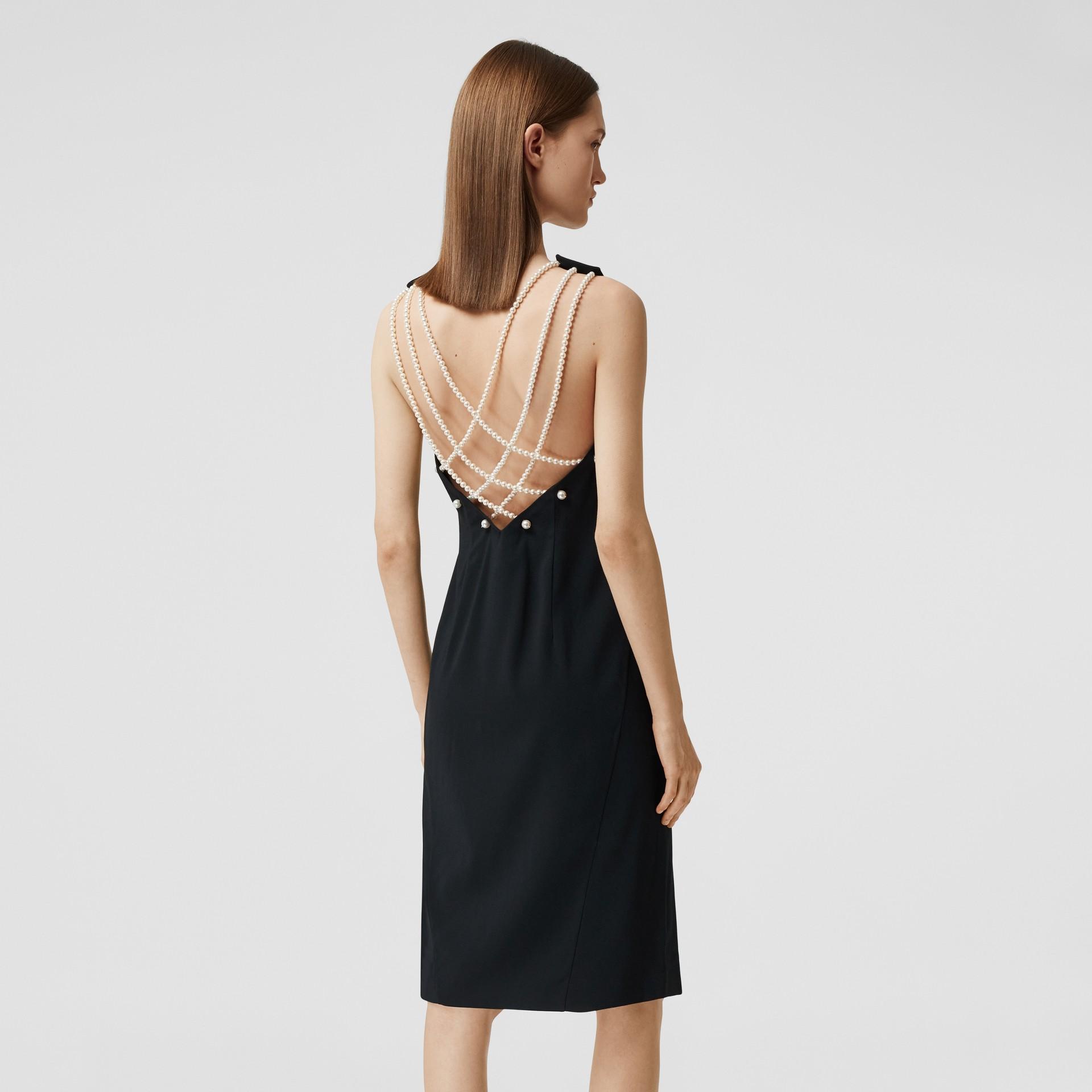 Vestido tubinho de crepe de cetim com pérolas de vidro (Preto) - Mulheres | Burberry - galeria de imagens 5