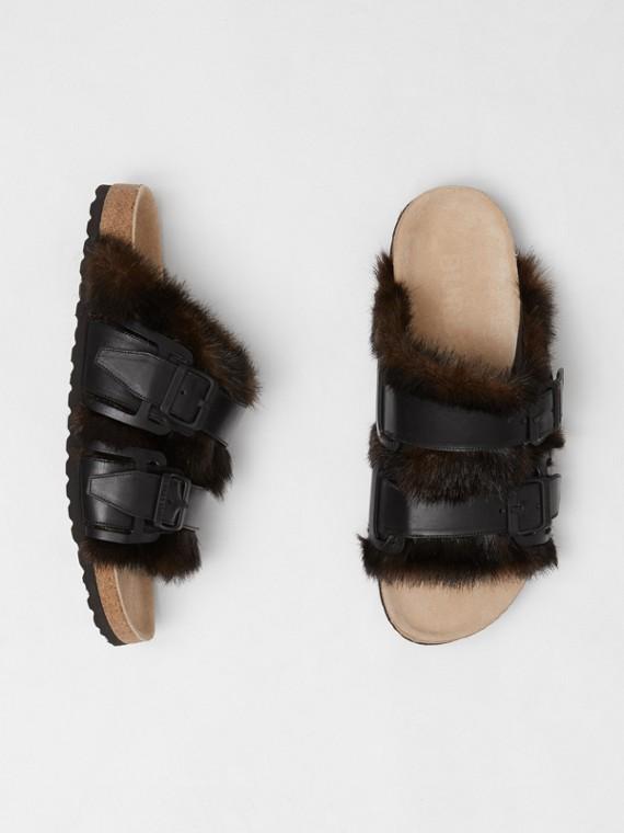 Sandalen aus Leder und Kunstfell (Schwarz)