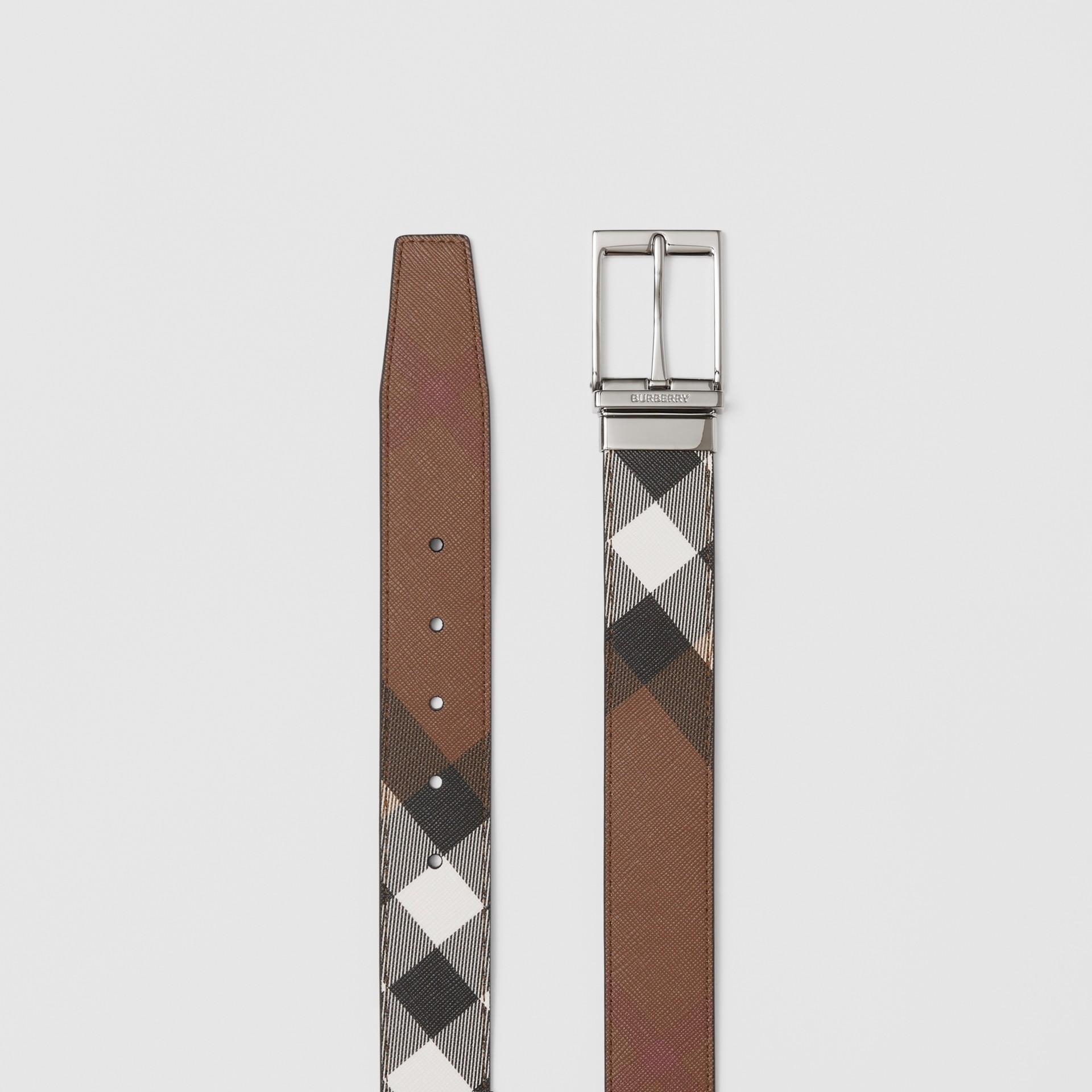 Cintura reversibile in e-canvas con motivo tartan e pelle (Marrone Betulla Scuro/nero) - Uomo | Burberry - immagine della galleria 7