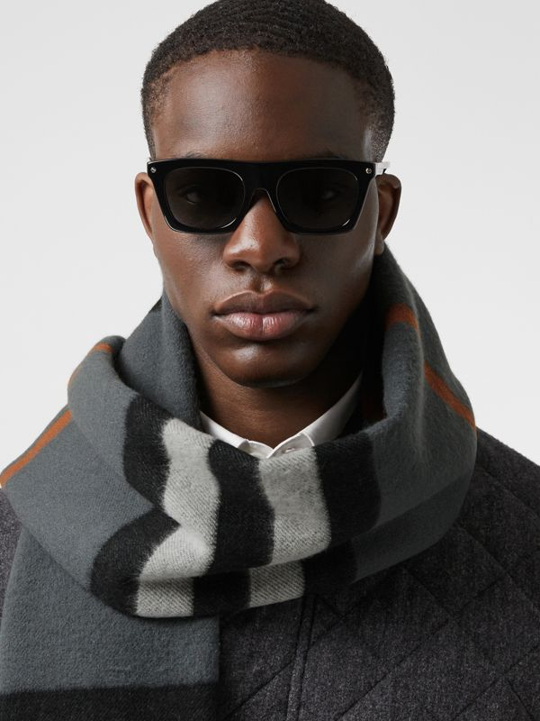 Icon Stripe Cashmere Jacquard Scarf in Mid Grey | Burberry - cell image 3