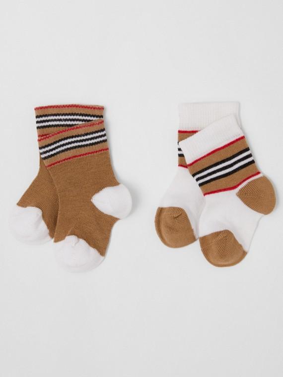 Zweiteiliges Baby-Geschenkset aus einer Baumwollmischung mit Streifendetail (Weiß/beige)