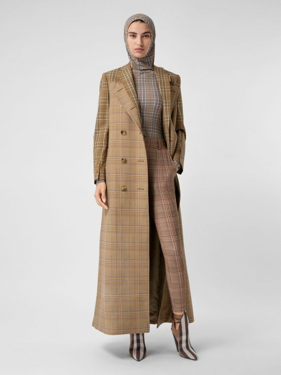 Trench coat en lana y algodón con motivos contrastantes de cuadros (Miel Oscuro)