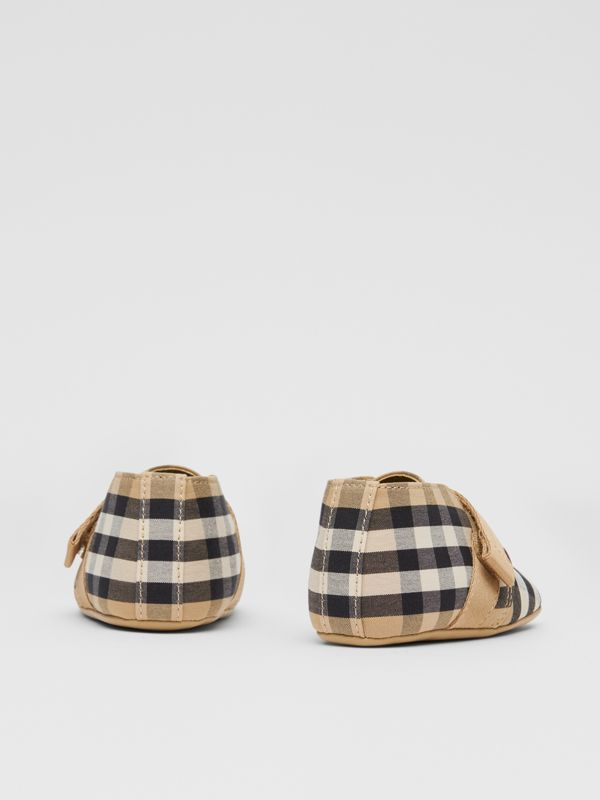 Vintage Check Cotton Booties in Archive Beige - Children | Burberry United Kingdom - cell image 2