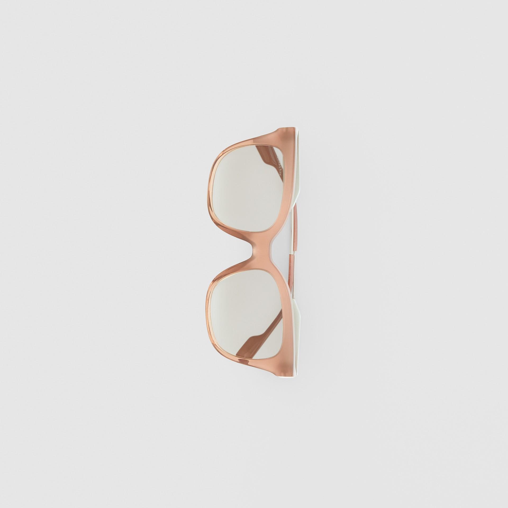 Occhiali da sole con montatura a farfalla (Rosa Nude) - Donna | Burberry - immagine della galleria 3