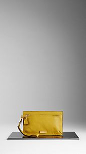 Grainy Leather Wristlet