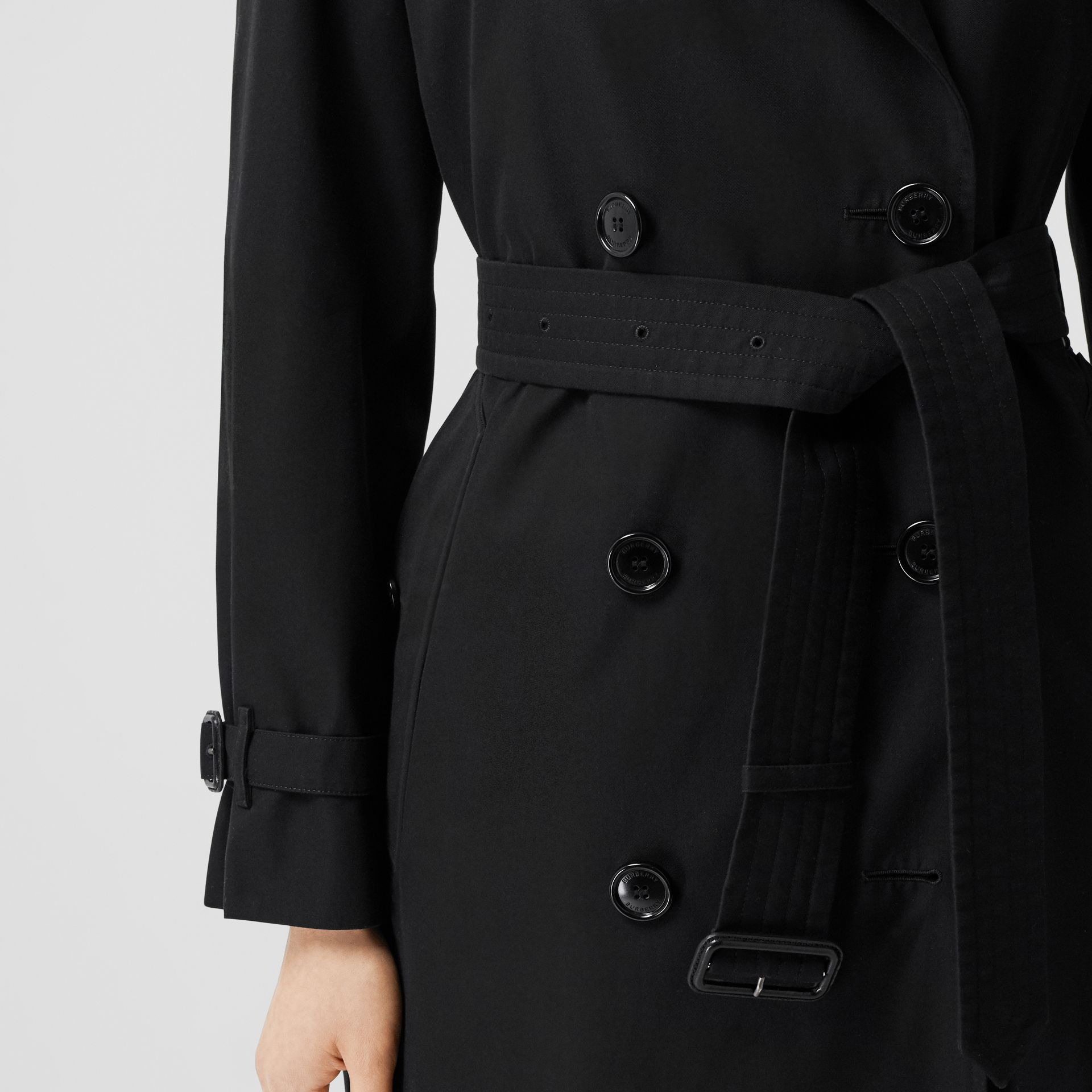 The Long Waterloo Heritage Trench Coat in Black - Women   Burberry United Kingdom - gallery image 5