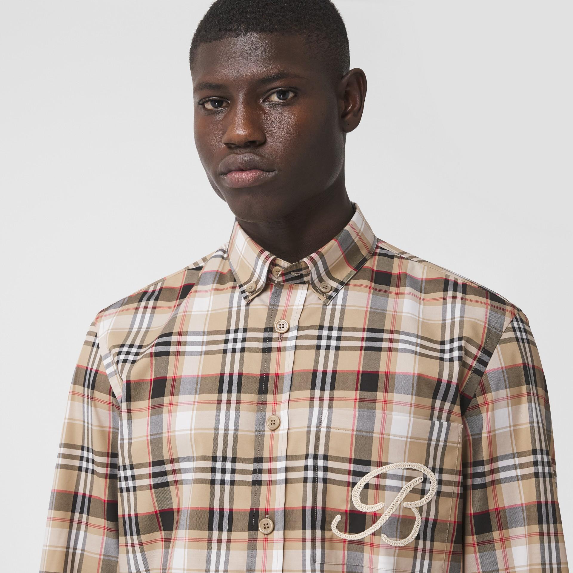 Camisa de algodão stretch com logotipo B bordado (Preto) - Homens | Burberry - galeria de imagens 3