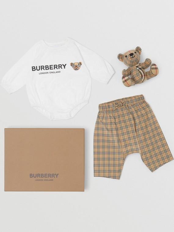 Coffret cadeau trois pièces pour bébé en coton Thomas Bear (Beige D'archive)