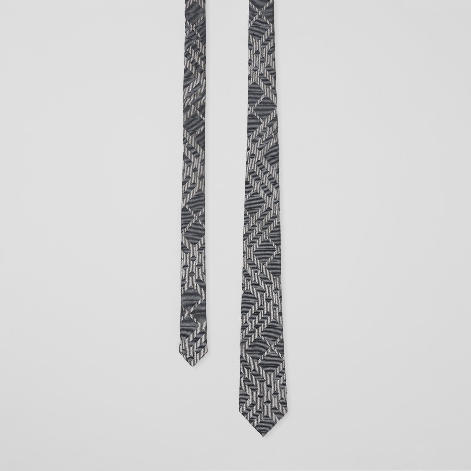 Corbata de pala clásica en seda con motivo a cuadros en jacquard (Gris Medio) - Hombre | Burberry - imagen de la galería 0