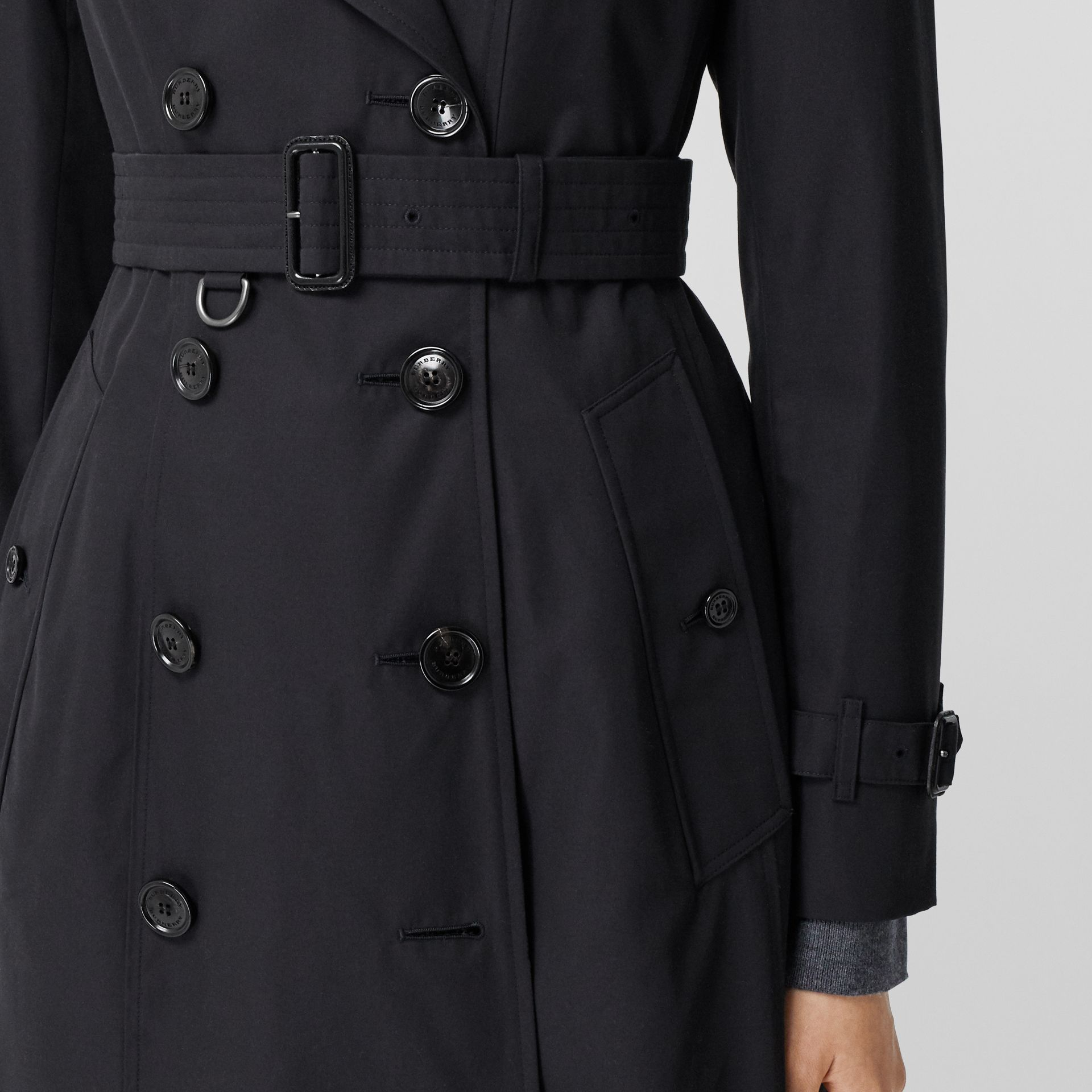 The Long Chelsea Heritage Trench Coat in Midnight - Women | Burberry Australia - gallery image 5
