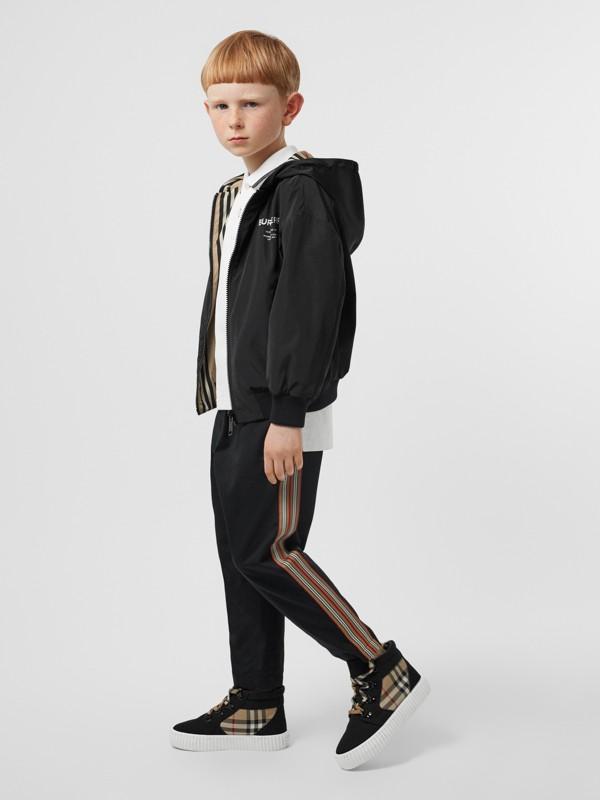 Veste à capuche réversible avec rayures iconiques (Noir) | Burberry Canada - cell image 2
