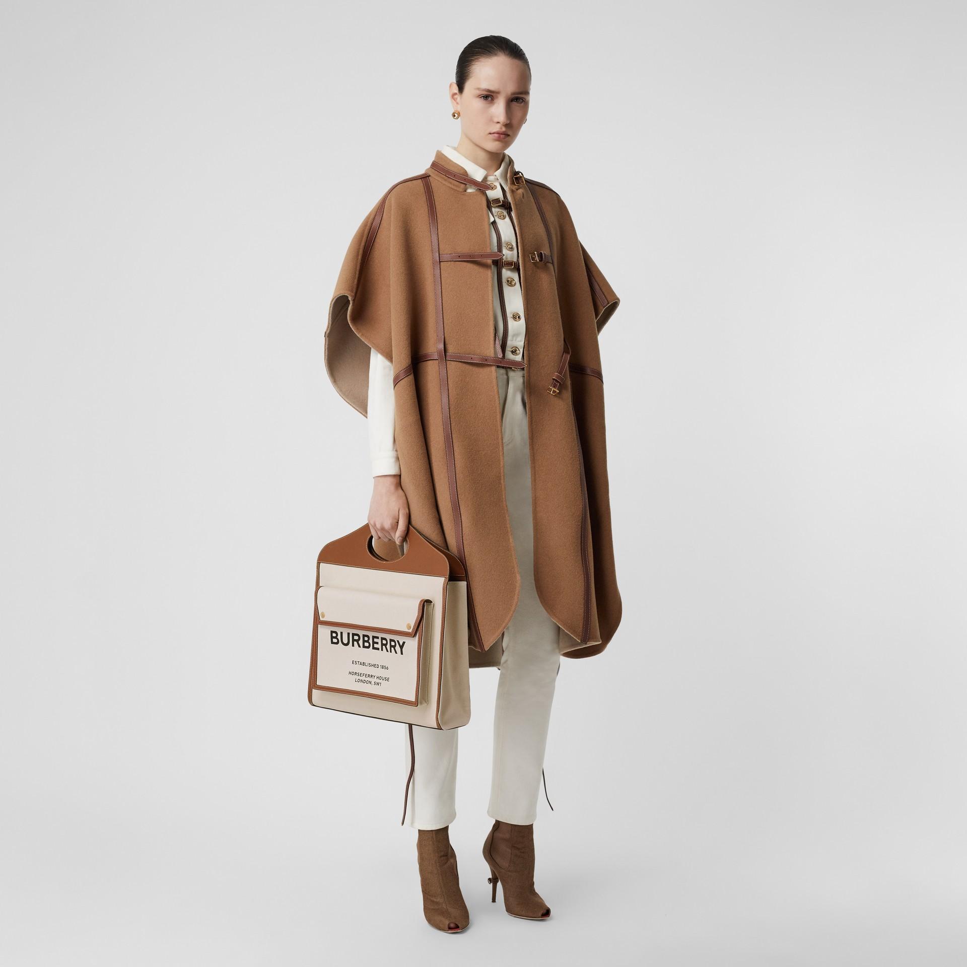 Bolso Pocket mediano en lona y piel de dos tonos (Natural / Marrón Malta) - Mujer | Burberry - imagen de la galería 5