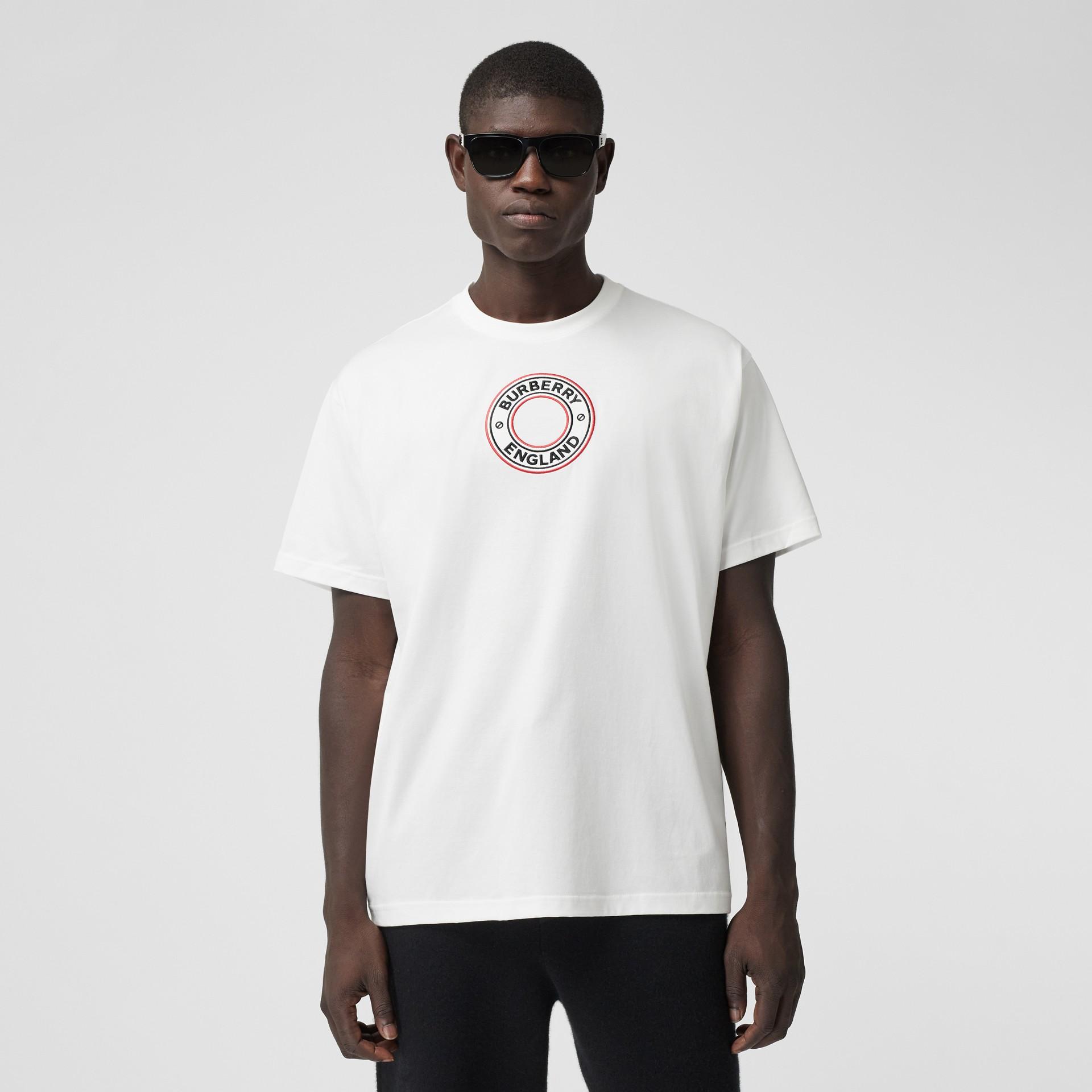T-shirt oversize in cotone con applicazione con grafica e logo (Bianco) - Uomo | Burberry - immagine della galleria 0