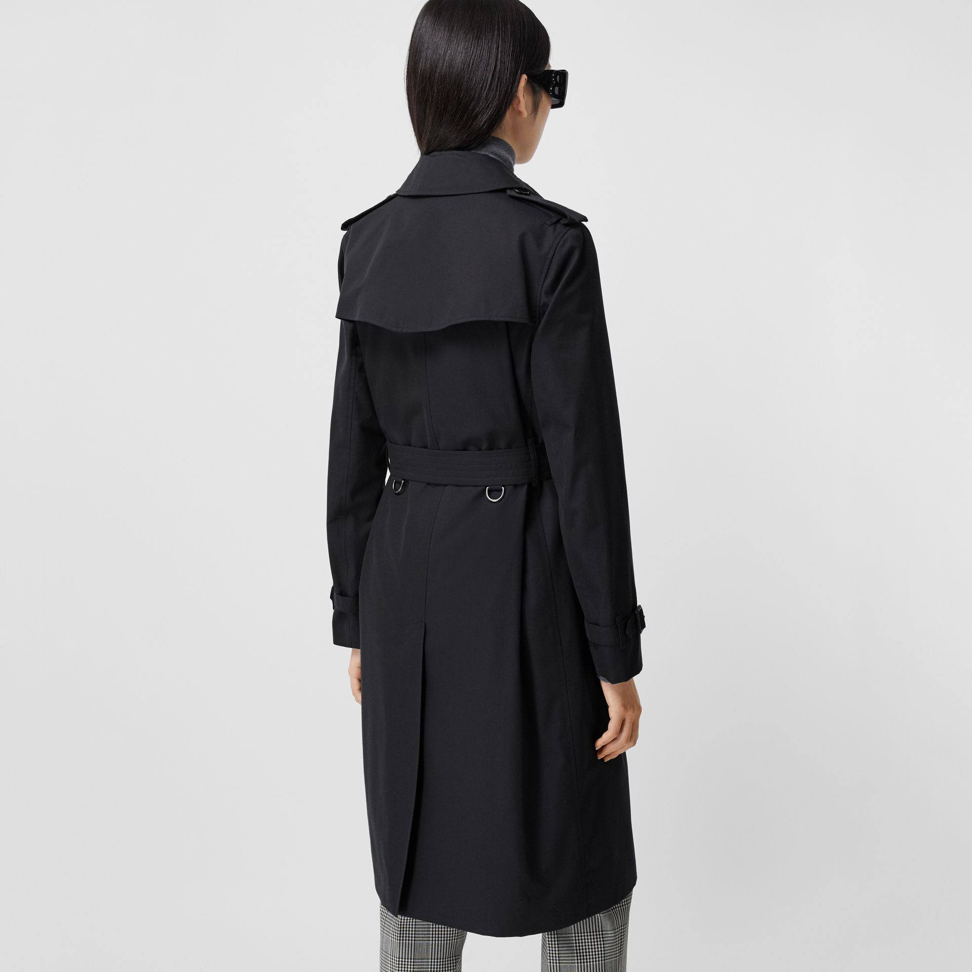 The Long Kensington Heritage Trench Coat in Midnight - Women | Burberry Canada - gallery image 2