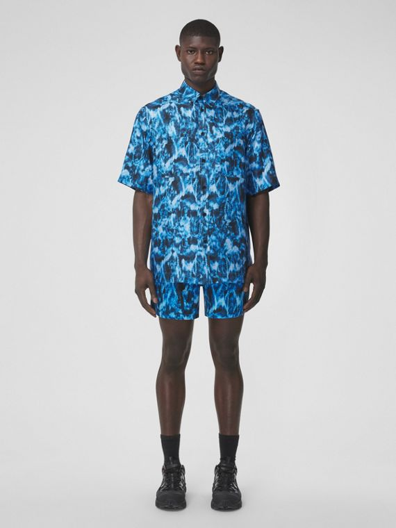 Short-sleeve Ripple Print Silk Shirt in Blue