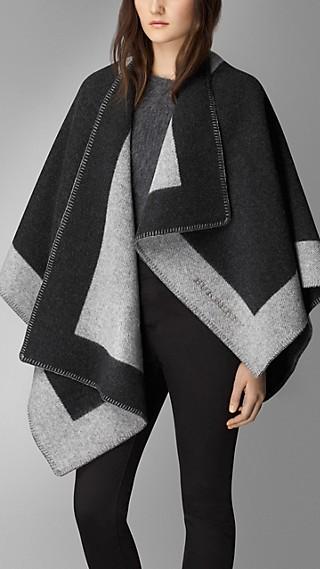 Deckenponcho aus Wolle und Kaschmir